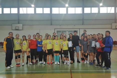 Handbalistele din Sânmartin au câştigat ediţia din acest an a turneului dotat cu Cupa Toamna orădeană