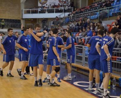 Handbaliştii de la CSM au câştigat jocul cu Universitatea Craiova, la o diferenţă de cinci goluri