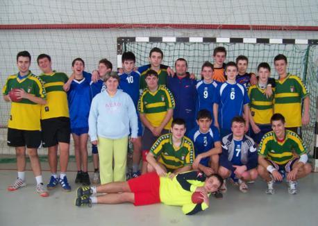 Juniorii orădeni, în luptă cu reprezentantele Aradului la handbal