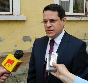 Eduard Hellvig, acuzat de incompatibilitate pentru că a fost directorul unei firme din Oradea