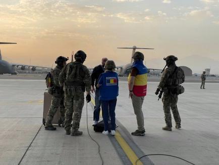 Aeronava Hercules a evacuat din Afganistan un român care lucra pentru o agenție NATO. Alți români n-au ajuns la timp pe aeroportul din Kabul (FOTO)