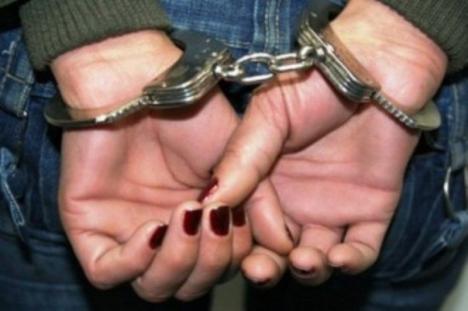 O orădeancă dată în urmărire pe ţară după ce fusese condamnată la închisoare pentru furt a ajuns la penitenciar