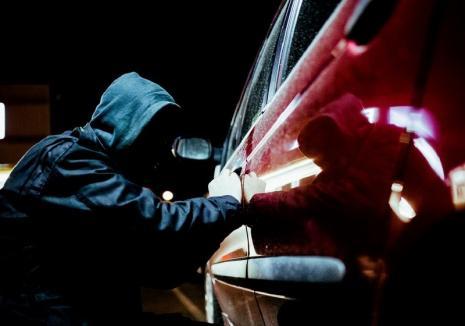 Tânăr de 20 de ani, reţinut după ce a furat o maşină în Oradea. Ce le-a spus poliţiştilor