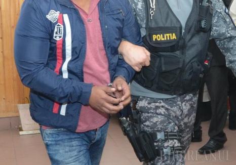 Atacatorul care l-a înjunghiat pe taximetristul de la Fulger a fost prins. Are 19 ani!