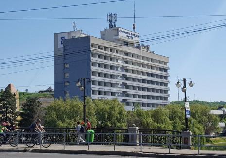 Chef cu final tragic: Agent al Penitenciarului Oradea, găsit mort în piscina hotelului Continental!