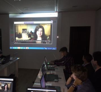 Europarlamentarul Emilian Pavel a găzduit un curs de programare al elevilor gojdişti (FOTO)