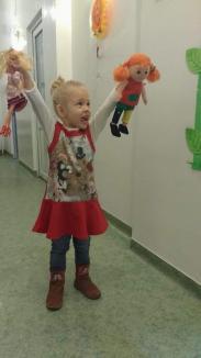 Analize fără plânsete: Laboratorul HUMANAMED răsplăteşte cu jucării copiii cărora le 'ciupeşte' sânge pentru analize (FOTO)