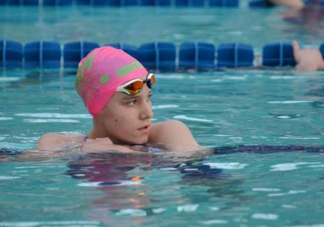 Nou record naţional pentru tânăra înotătoare Huszár Ingrid din Oradea