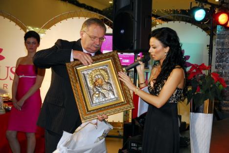 Icoana lui Geoană, cel mai scump obiect de la licitaţia 'Mă creşte singură' (FOTO)