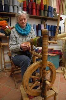 Maestră la război: Unul dintre puţinii meşteri tradiţionali din Oradea, Ida Pázmán ne învață să țesem, să croşetăm sau să facem mărgele (FOTO)