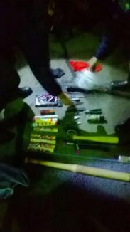 Ca la război: Fanii echipei de handbal din Debreţin, găsiţi în Borş cu bâte, cuţite, lanterne cu electroşocuri şi alte 'dotări' de ultraşi (FOTO)