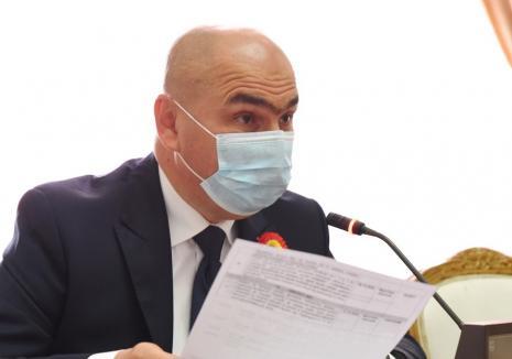 Bolojan în vizită: Președintele CJ Bihor i-a băgat în sperieți pe angajații de la Muzeu și Bibliotecă