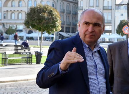Ilie Bolojan, primele declaraţii despre temutele reforme în teatrele și Filarmonica din Oradea: Sunt în analiză, dar 'nu înseamnă o duşmănie faţă de cultură' (VIDEO)