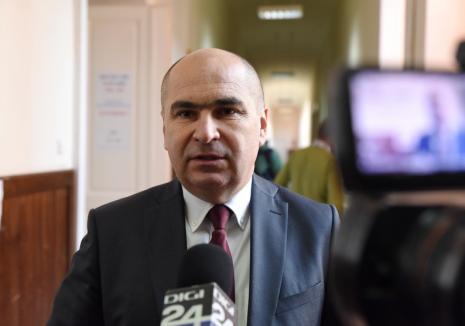 Bolojan la autostop: Lăsat de Tarom la Cluj, primarul a venit acasă într-o companie... tensionată