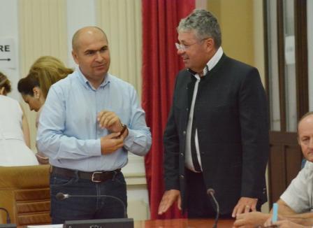 Bani de bani: Cât câştigă, mai nou, şefii din Consiliul Judeţean Bihor şi Primăria Oradea