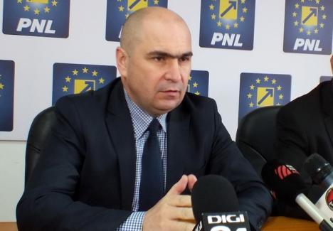 Bolojan le cere bihorenilor care vor 'o direcţie clară de dezvoltare' să voteze candidaţii PNL, ca să nu mai depindă de alianţe cu PSD ori UDMR
