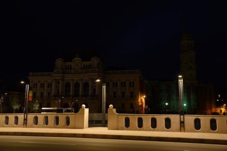 Coronavirusul ne bagă în beznă: Iluminatul arhitectural de pe palatele din Oradea a fost oprit (FOTO)