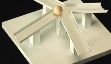 """Bile de lemn urcă o pantă: iluzia optică preferată de """"internauţi"""" în 2010 (VIDEO)"""