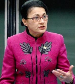 Ultima bombă a Ecaterinei Andronescu: Toţi educatorii şi învăţătorii au 6 ani la dispoziţie ca să facă facultatea
