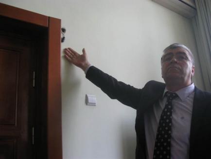 Acuzaţii de spionaj: Vicepreşedinţii CJ Iaşi, filmaţi pe ascuns la serviciu