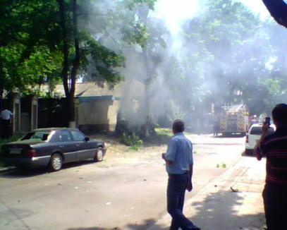O maşină a explodat în centrul Chişinăului. Poliţia nu exclude ipoteza unui atentat