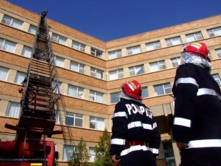 Aveţi grijă de părinţi şi bunici! Într-o singură zi, pompierii au salvat două bătrânici căzute în propriile case