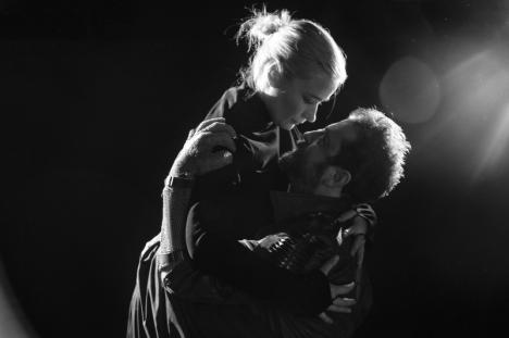 Trilogie la final: Teatrul Regina Maria anunţă premiera spectacolului 'În inima nopţii – Episodul Macbeth' (FOTO)