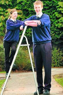 Uriaşul de 15 ani are 2,09 metri!