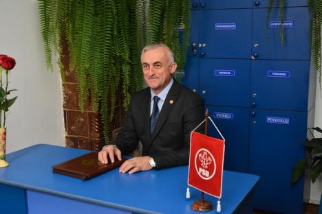 Cadou de ziua lui: Deputatul PSD Dumitru Gherman şi-a inaugurat cabinetul parlamentar, cu preoţi şi o petrecere (FOTO)