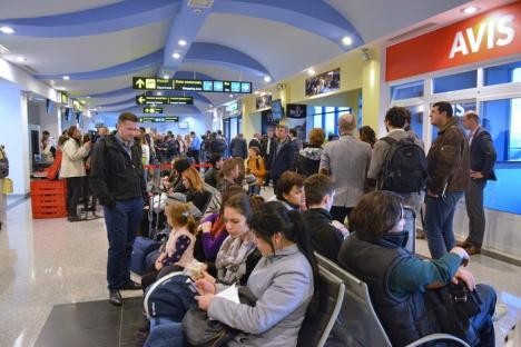 'Bate vânt de la Orade…': Zborurile internaţionale pe Aeroportul Oradea au fost inaugurate cu tunuri de apă şi folclorişti (FOTO/VIDEO)