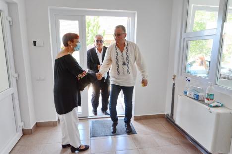 Îmbrăcat în ie, ministrul Agriculturii a inaugurat noul sediu al Oficiului Fitosanitar Bihor (FOTO / VIDEO)
