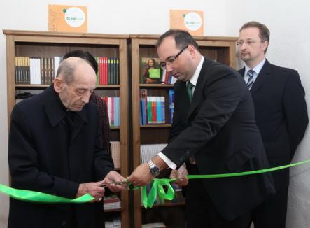 """Biblioteca cu 500 de volume: Campania """"Dreptul de a citi"""" a ajuns la Sâniob (FOTO)"""
