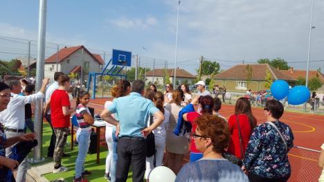 1 Iunie la Sîntandrei: Sute de copii au luat cu asalt noul parc, inaugurat chiar de ziua lor (FOTO / VIDEO)