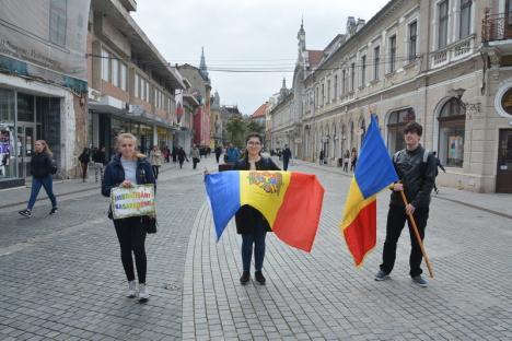 Elevii și studenţii basarabeni au sărbătorit unirea cu România în centrul Oradiei (FOTO / VIDEO)
