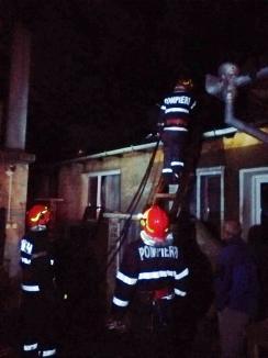 Frigul face pagube! Incendiu devastator într-o localitate din Bihor, provocat de o sobă (FOTO / VIDEO)