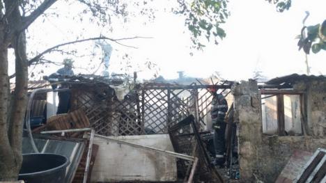 Incendiu în Aleşd: Anexa unei gospodării a fost cuprinsă de flăcări (FOTO)