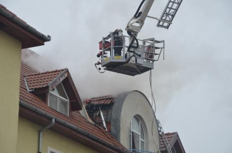 Incendiu la un bloc ANL din Sânmartin (FOTO/VIDEO)