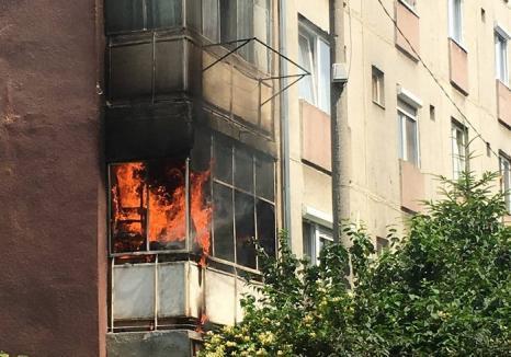 Incendiu într-un bloc din Ioşia: Doi copii s-au jucat cu focul şi au aprins un balcon (FOTO / VIDEO)