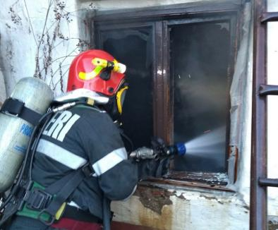 Atenţie la coşurile de fum! O casă din Uileacu de Criş a fost distrusă de un incendiu