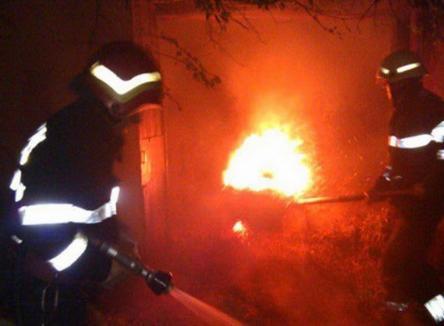 Podul Intelectualilor, în flăcări, din cauza unei ţigări aruncate de un om al străzii