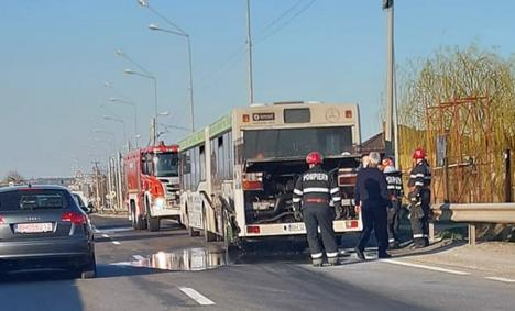Incendii în mers: O maşină şi un autobuz au luat foc pe străzile din Oradea