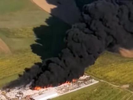Calitatea aerului după incendiul din Nojorid, imposibil de măsurat. A fost al doilea foc izbucnit la această firmă de colectare deşeuri în doar câteva luni!