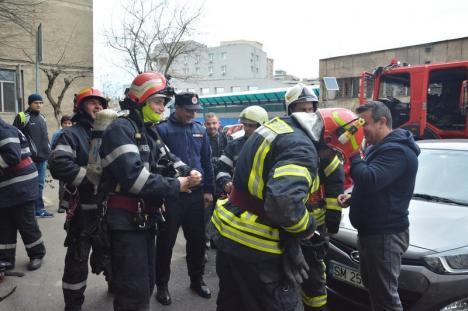 Incendiu la blocul Cicero din Oradea (FOTO / VIDEO)