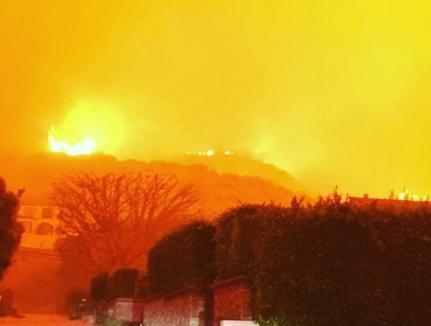 Incendii masive în California: Casele vedetelor şi mai multe platouri de filmare au fost cuprinse de flăcări (VIDEO)