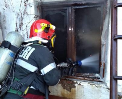 Bunică rănită de flăcări: Un scurtcircuit a provocat un incendiu în casa unei nonagenare din Remetea