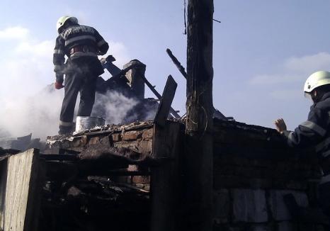 Bărbat de 57 de ani, mort într-un incendiu care i-a mistuit casa