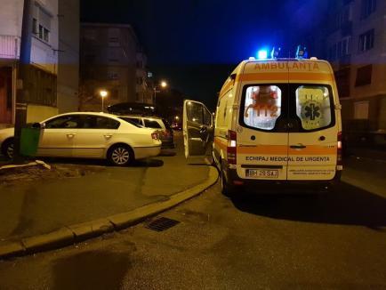 'Sunt sechestrată!' O tânără a ameninţat că se aruncă de la etajul trei al unui bloc din Oradea (FOTO / VIDEO)
