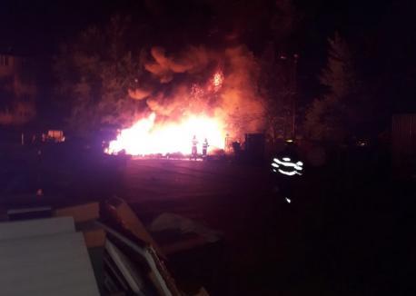 Incendiul din curtea Carrefour risca să se propage la un rezervor cu 200 de litri de GPL. Cum a izbucnit focul(FOTO / VIDEO)