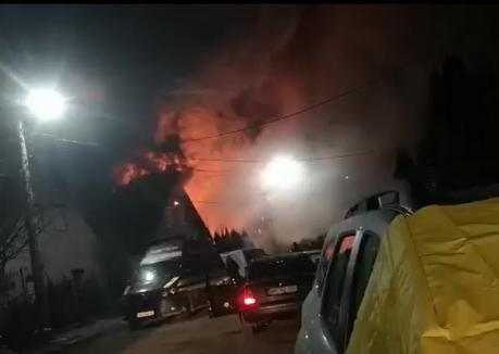 Incendiu în cartierul Habitat din Beiuș: Două case au fost cuprinse de flăcări! (VIDEO)