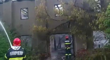 Fosta fabrică de tutun din Valea lui Mihai s-a făcut scrum... de la o ţigară! (FOTO / VIDEO)